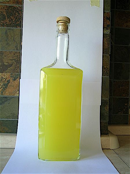 450px-Homemade_limoncello_original