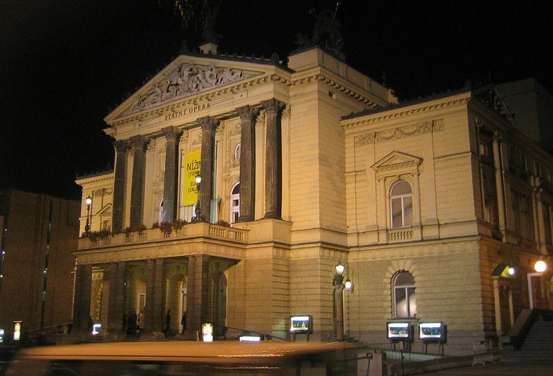 800px-Praha_Statni_Opera_2003