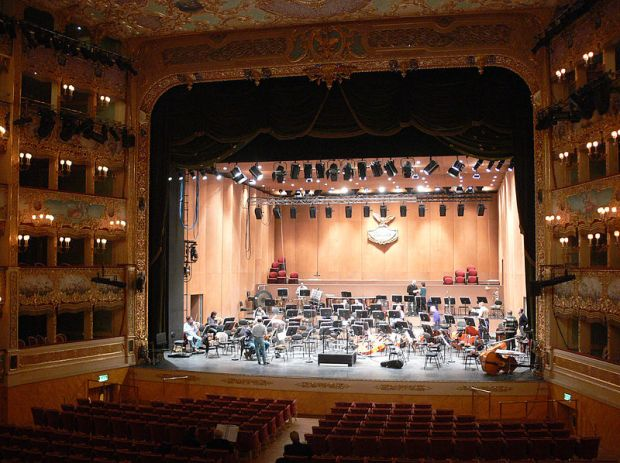 800px-Venezia_-_Teatro_La_Fenice_02