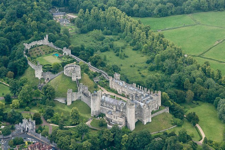 Arundel_Castle_-West_Sussex,_England-23June2011