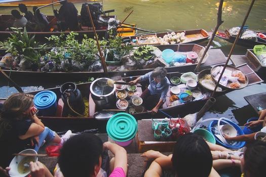 food-vacation-boats-lunch-medium