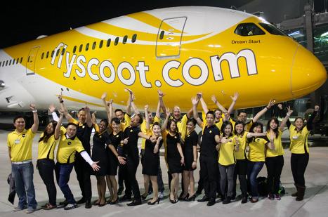 scoot-boeing-787-dreamliner-ceo-crew-team