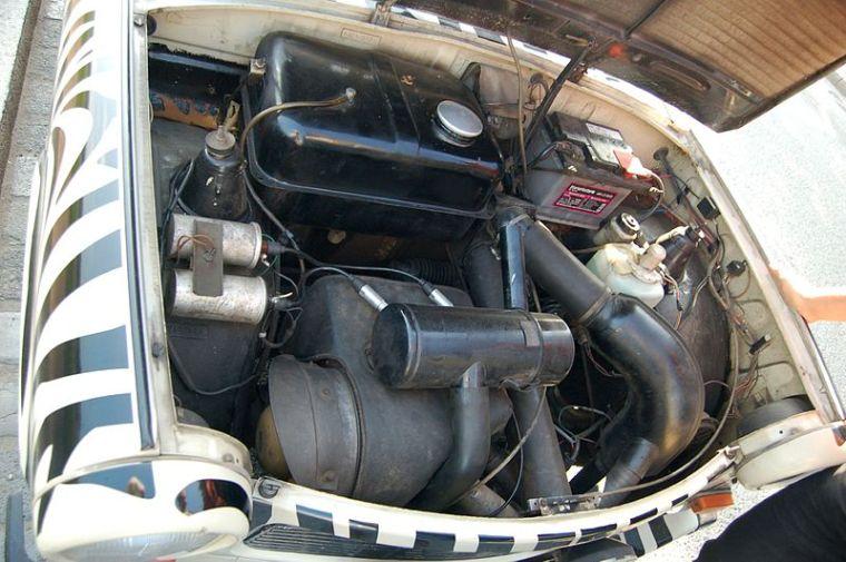 800px-Engine_of_Trabant_601_S_of_Trabi_Safari_in_Dresden_2.jpg