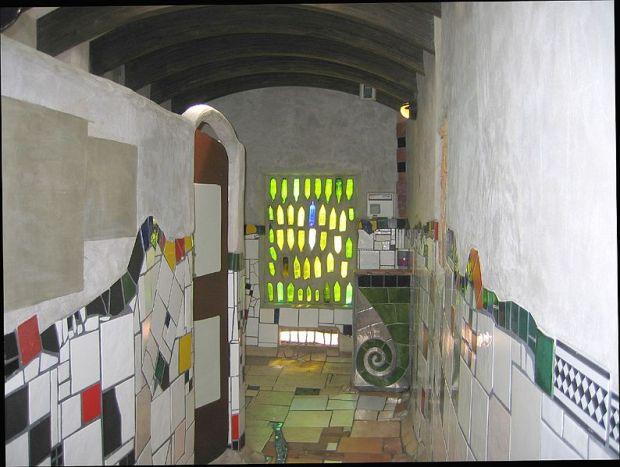 Inside_The_Hundertwassr_Toilet_(2202731247).jpg