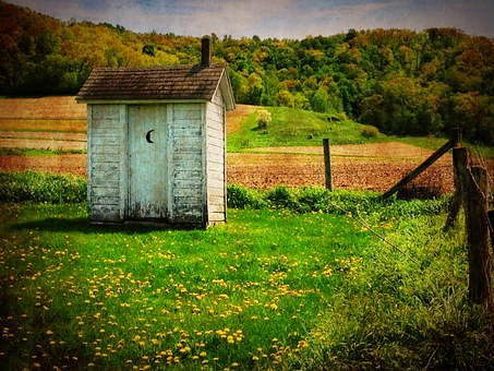 outhouse-510225__340.jpg