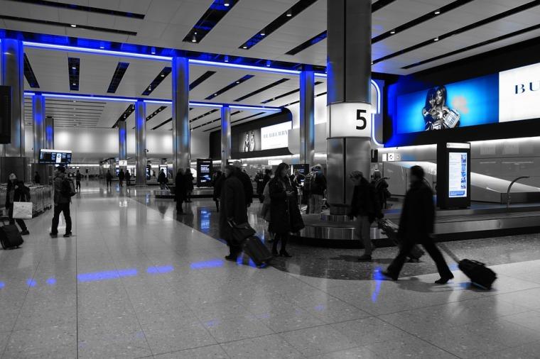 baggage-hall-775540_960_720.jpg