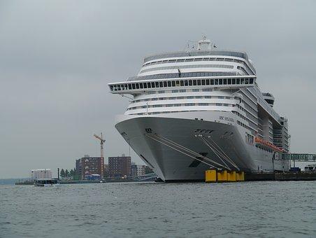 cruise-ship-2826121__340.jpg